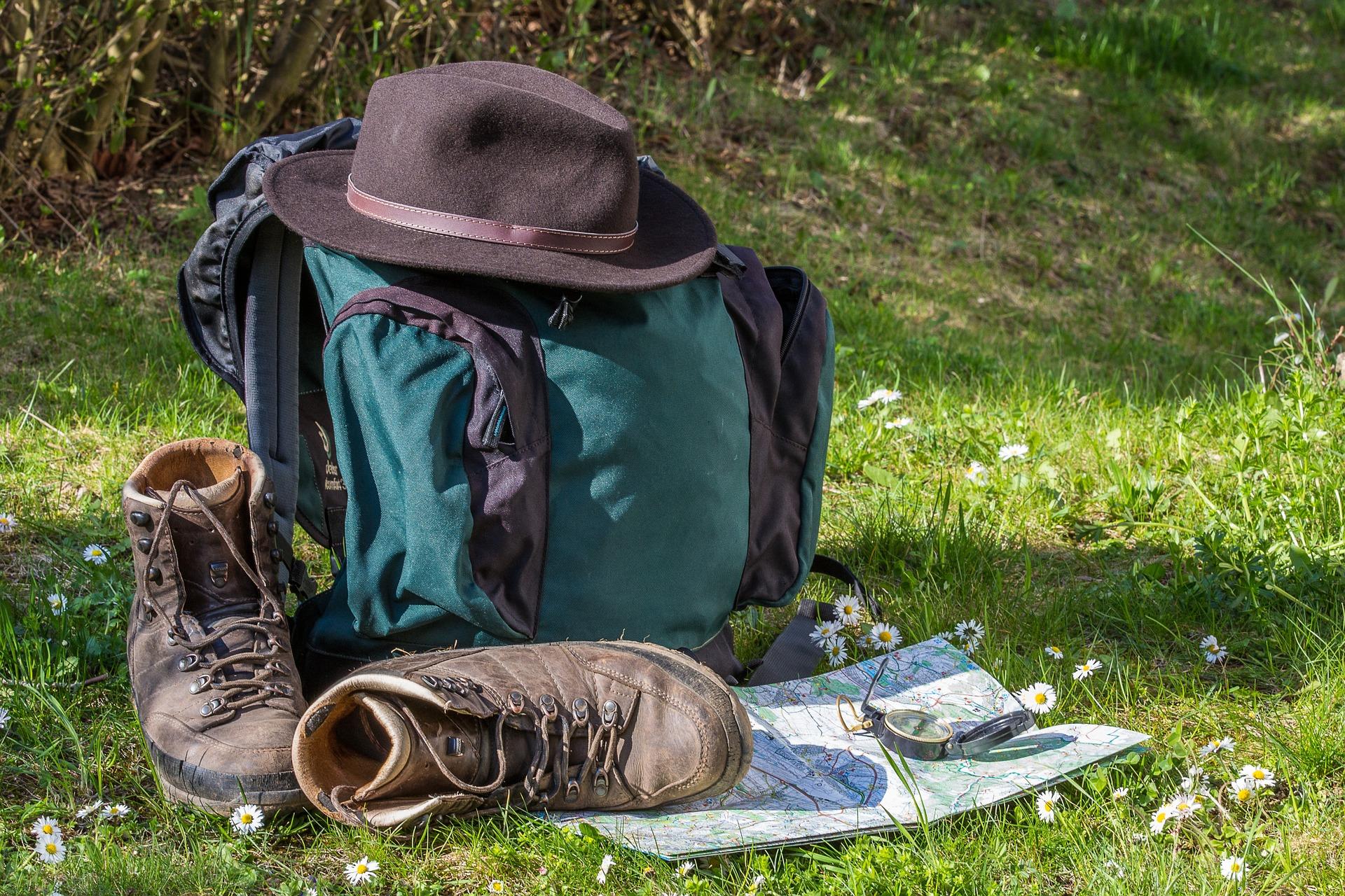 Chaussures de rando et carte